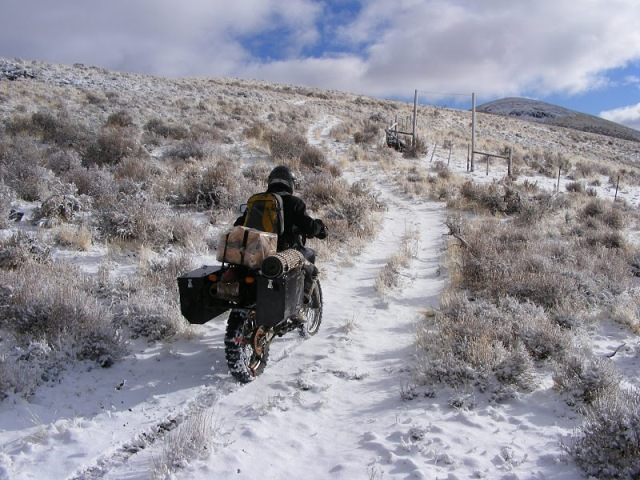 adventure-motorcycle-riding-in-snow
