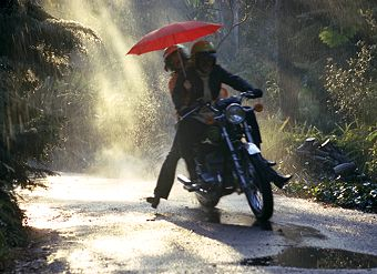 riding-in-the-rain-on-a-motorcycle